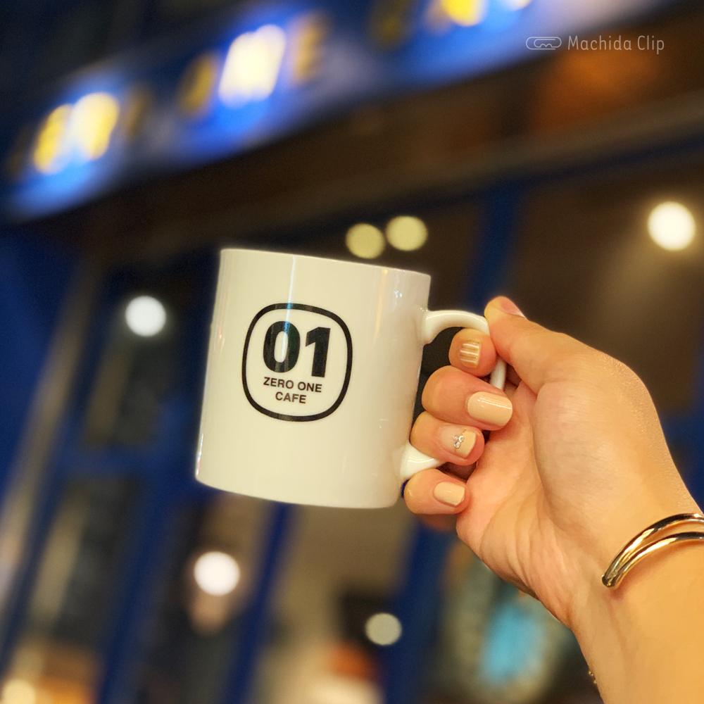 秋のスタンプラリーキャンペーンのゼロワンのマグカップの写真