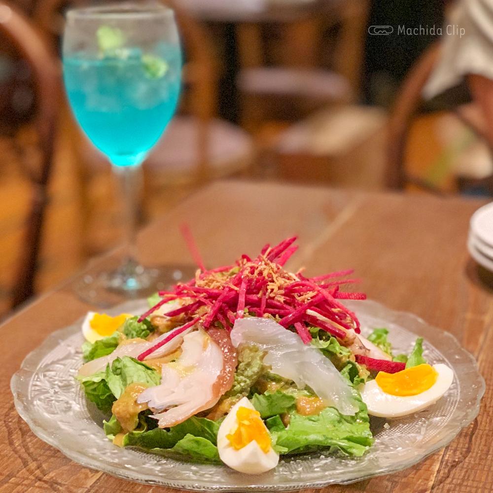 オステリア3903の三浦鮮魚のガーリックサラダの写真