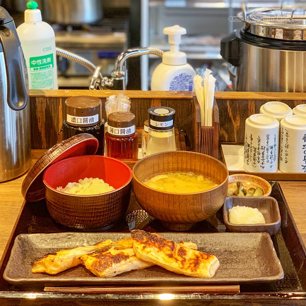 しんぱち食堂 町田店のサーモンハラス定食の写真