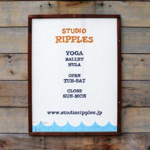 ヨガスタジオRIPPLESの看板の写真