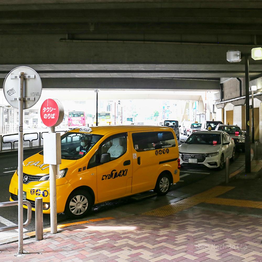 小田急線西口タクシー乗り場の写真