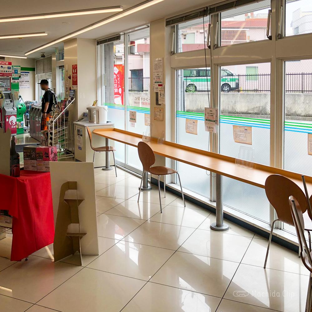 ファミリーマート町田南口店のイートインの写真