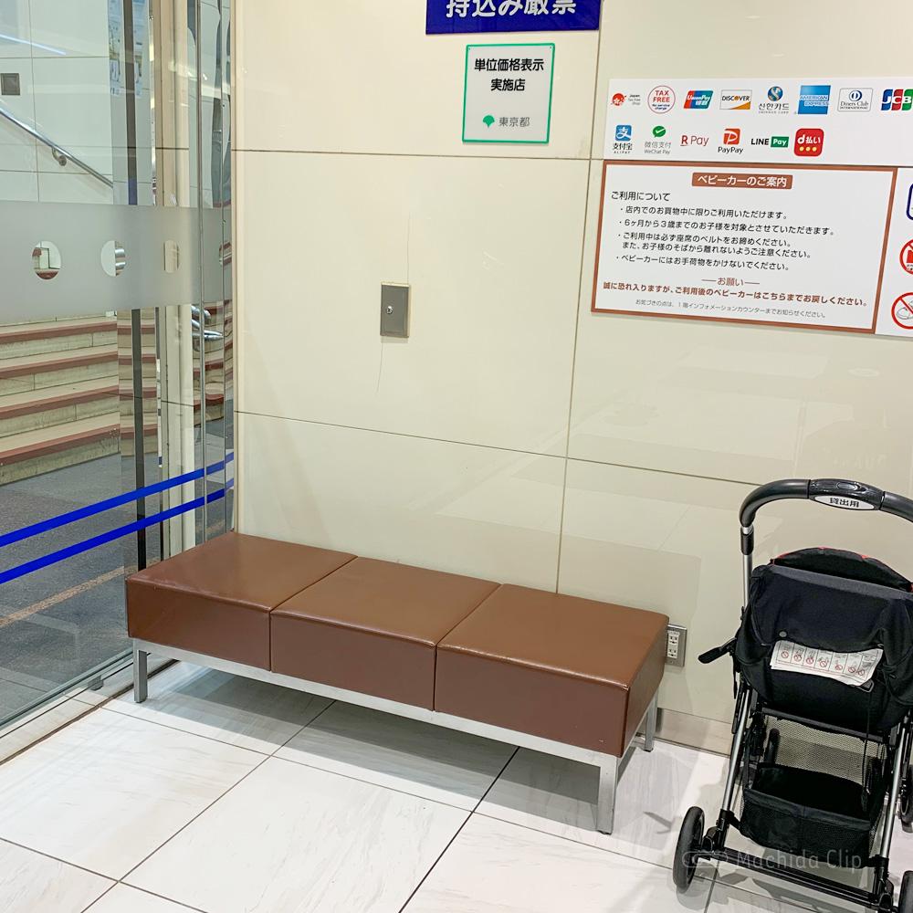 小田急百貨店町田店のベンチの写真