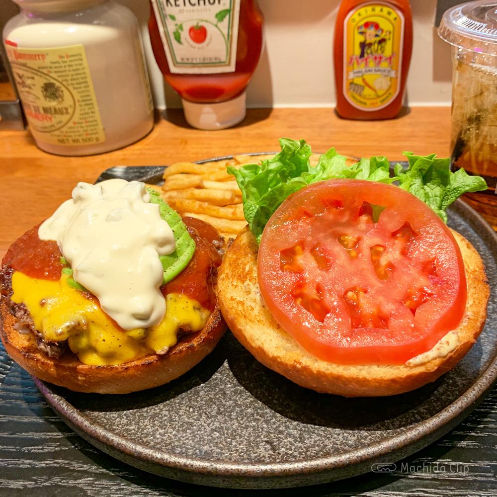 SHOGUN BURGER{将軍バーガー)のハンバーガーの写真
