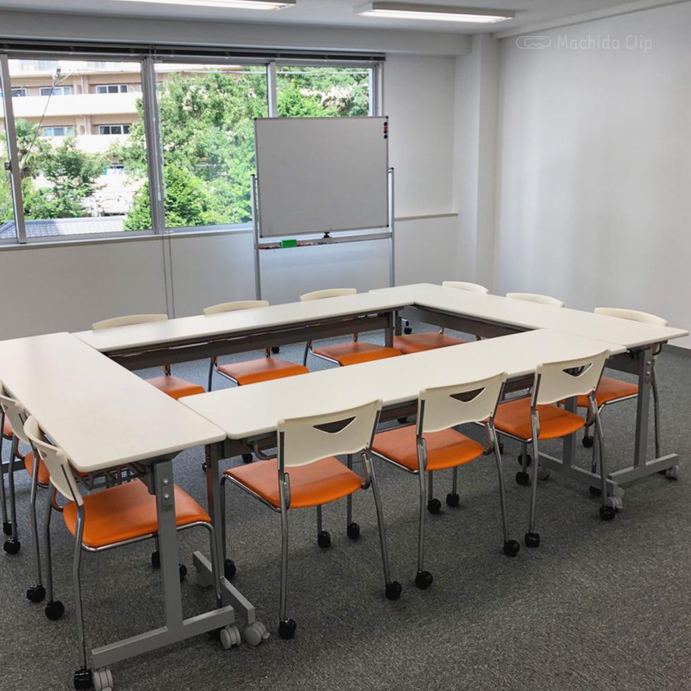 コンサルティングR株式会社の会議室の写真