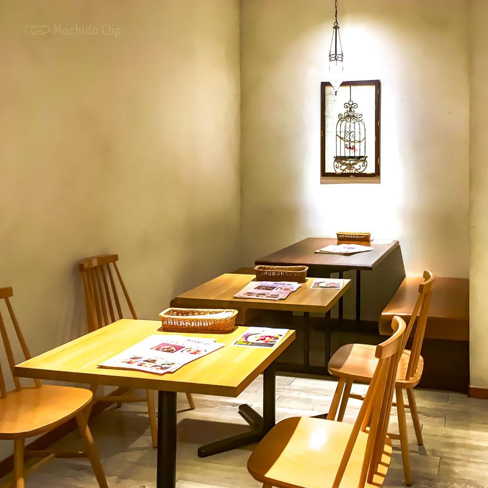 猿Cafe 町田マルイ店の店内の写真
