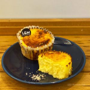 ルーシー&モニカ 町田マルイのチーズケーキ専門店!出来立てバスクチーズケーキが食べられる♪の写真