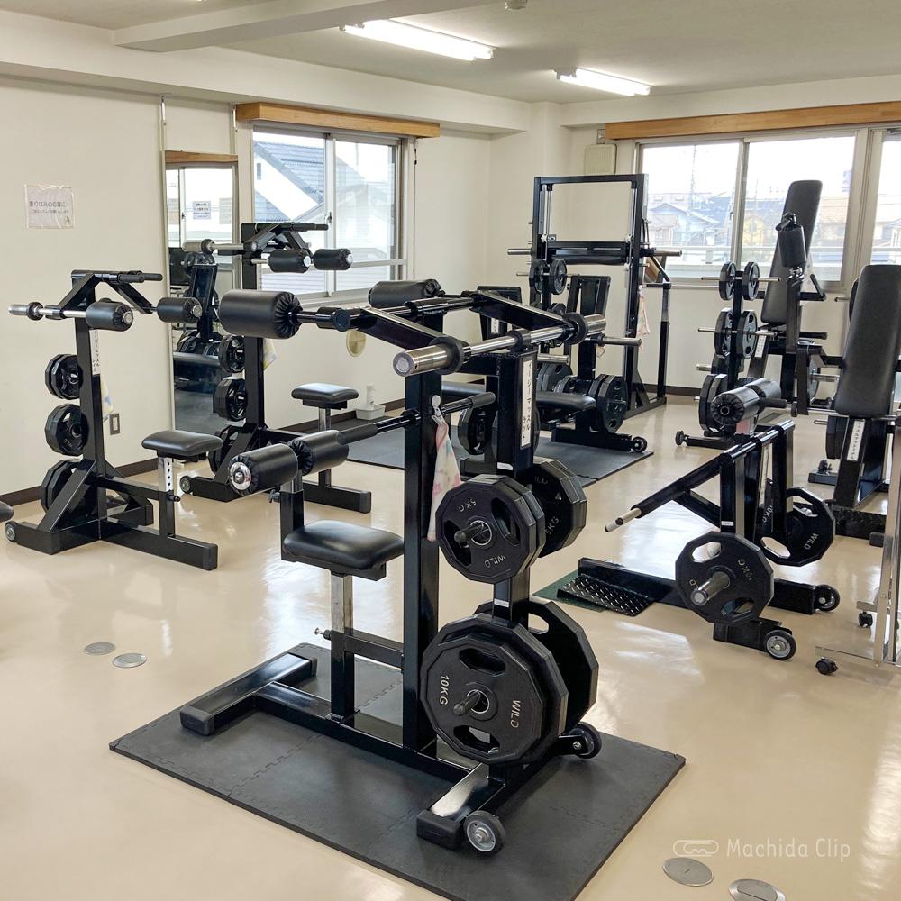 町田コンディショニングジム健介のトレーニングマシーンの写真