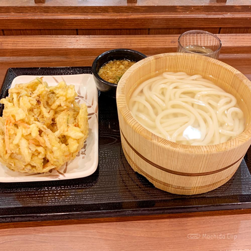 丸亀製麺の釜揚げうどんの写真