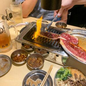 大阪焼肉・ホルモン ふたご町田店がオープン!はみ出るカルビが話題の人気焼肉屋に行ってきました♪の写真