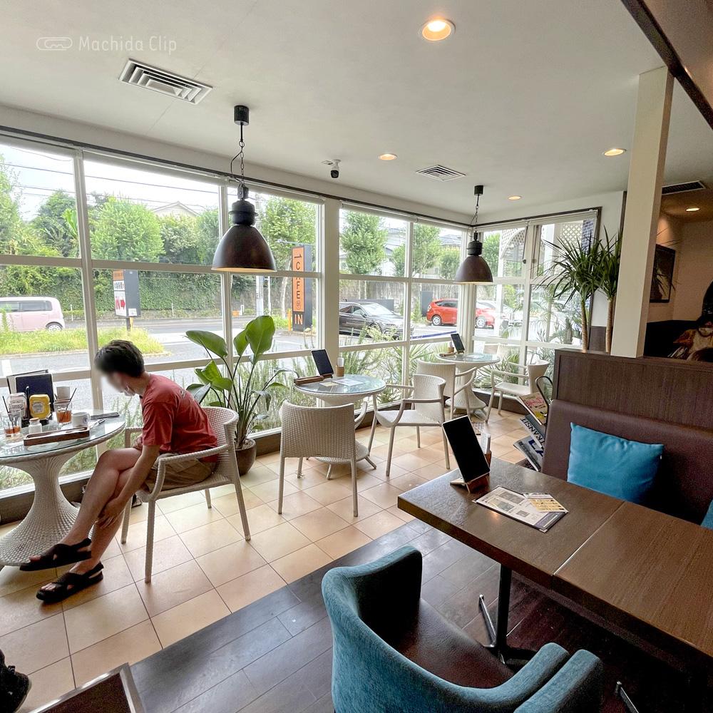 ゼロワンカフェ (ZERO ONE CAFE)金井店の店内の写真